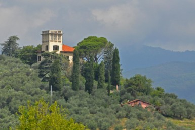 Villa For Sale In The Lucca Hills With Panoramic Views